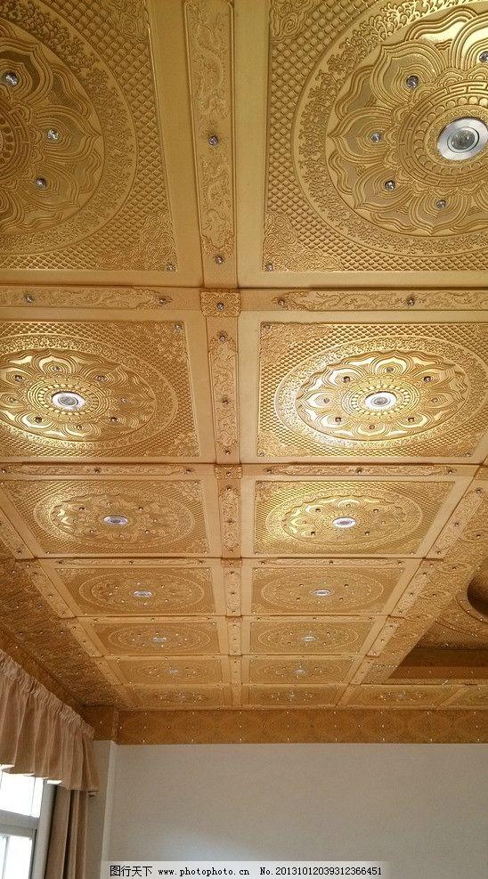 佛堂吊顶装修局部特写 佛堂吊顶设计 家庭佛堂吊顶装修 贴金 窗帘 压