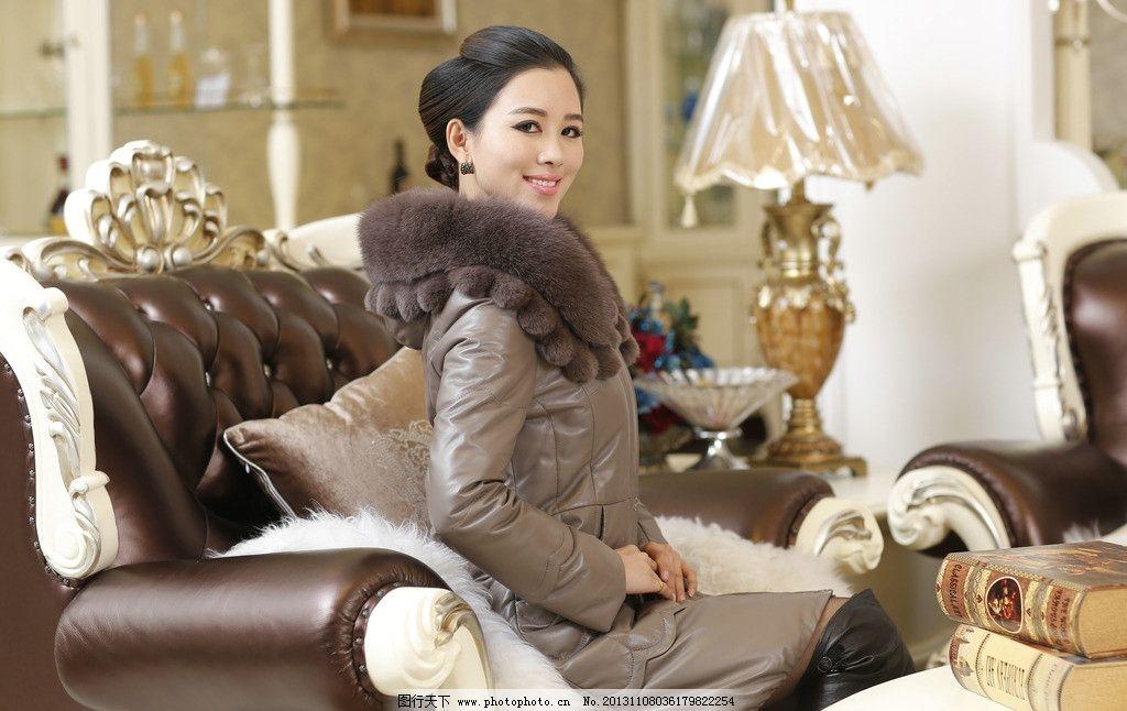 女式皮衣模特儿 内景拍摄 奢华背景 欧式风格 皮衣 女模 模特儿 职业