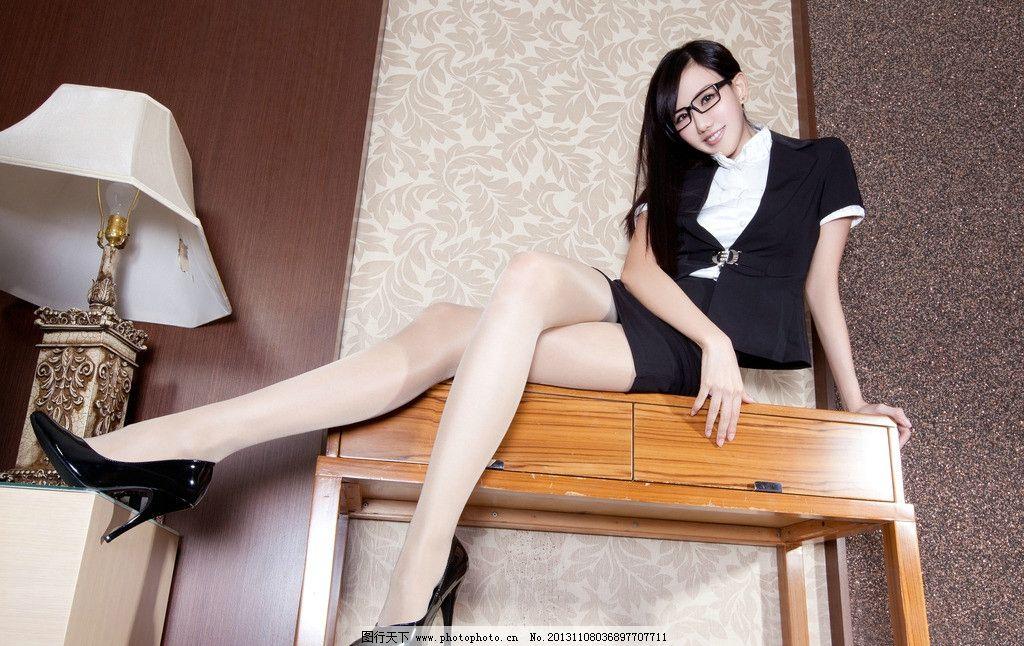 黑丝袜教师风骚_美女教师 职业装 性感老师 诱惑 办公室美女 超短裙 肉丝 肉色丝袜