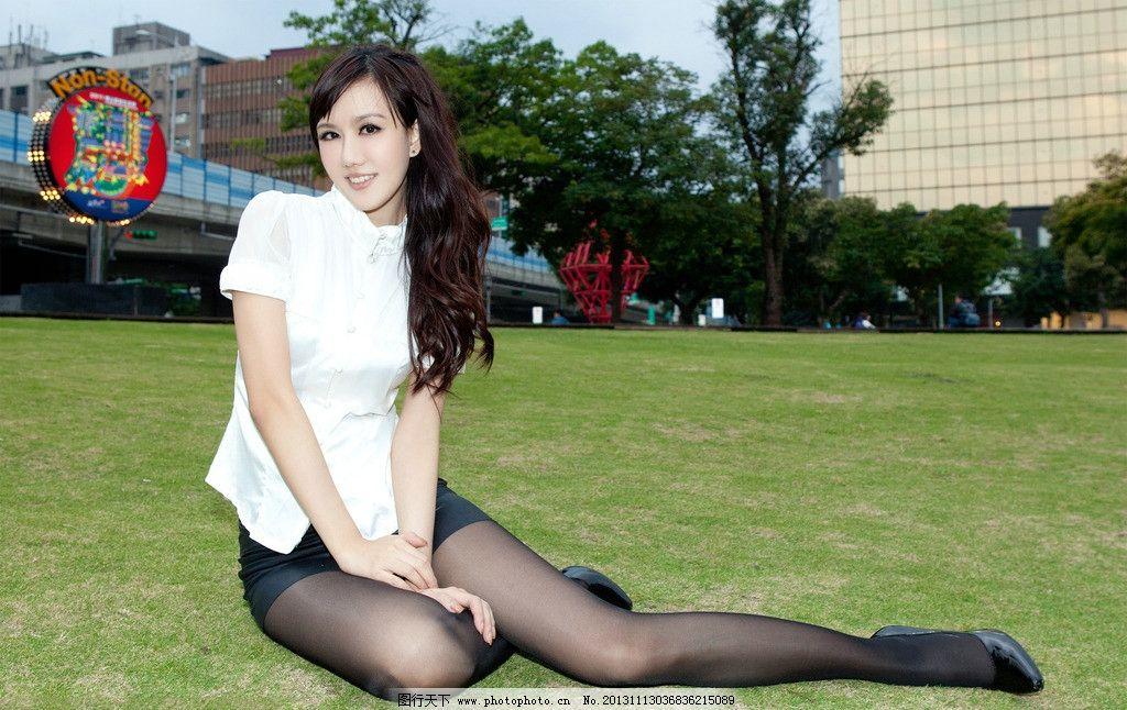 美女街拍 都市ol 性感ol 皮裙 超短裙 甜美 性感 美腿翘臀 丝袜美腿图片