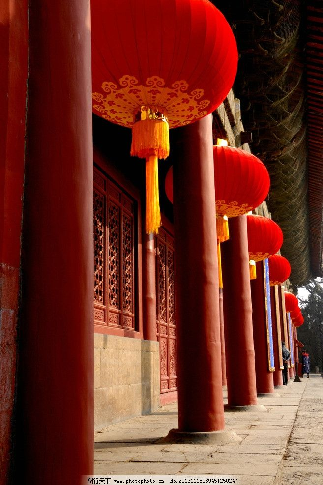 红灯笼与红柱子 建筑 古代建筑 大殿 红窗 红柱 红灯楼 青石板地面