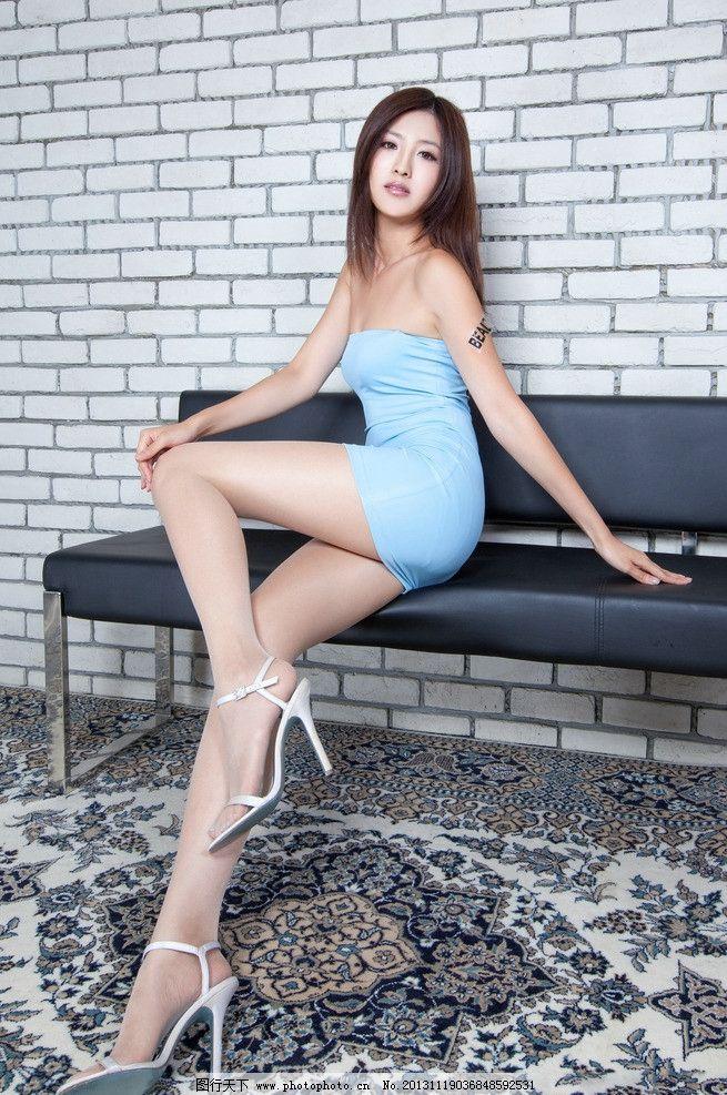 短裙长腿美女 高清 抹胸短裙 超短裙 齐臀 性感短裙 长发美女 酥胸 香