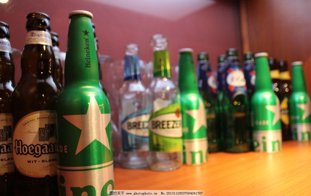 酒柜 啤酒 酒吧 咖啡馆 酒橱 空酒瓶 酒瓶 啤酒瓶 喝酒 酒柜一角 生活
