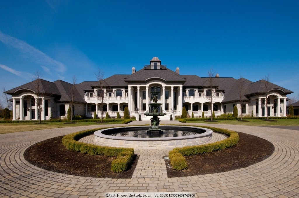 欧式建筑 欧洲风格 天空 屋顶 房顶 白云 蓝天 植物 草地 街道 公寓