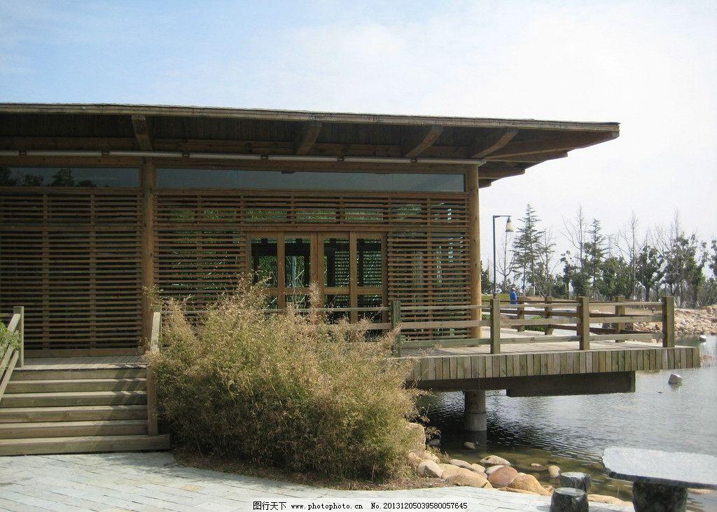 湖边小木屋图片