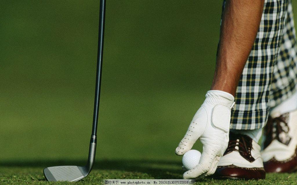 高尔夫球 打高尔夫球 草地 高尔夫球杆 手拿高尔夫球 娱乐休闲 生活