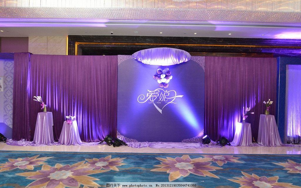 婚庆婚礼 照片 墙 背景 装饰 紫色 相框 灯光 生活素材 生活百科 摄影