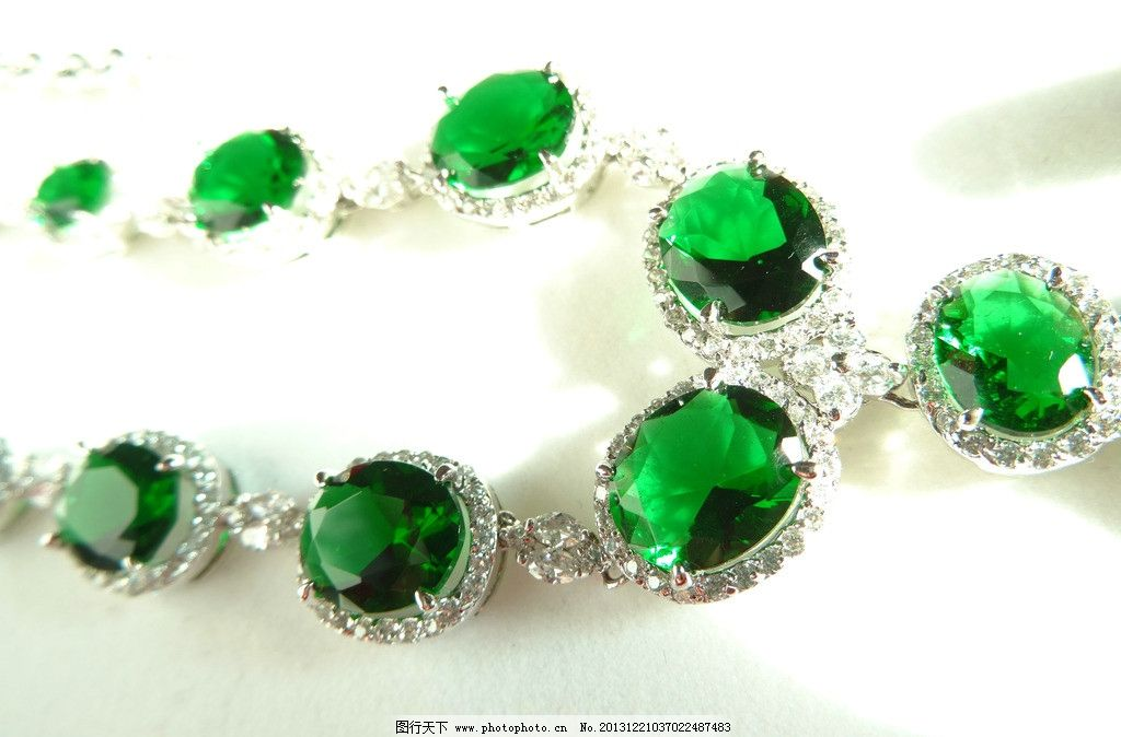 项链 绿宝石 奢华 首饰 饰品 珠宝 水晶 锆石 华贵 生活素材 生活百科