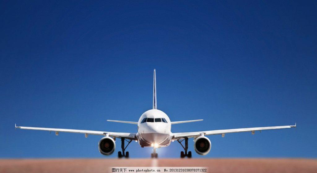 机场跑道的飞机 飞机 机场 跑道 交通工具 运输 蓝天 起飞 降落