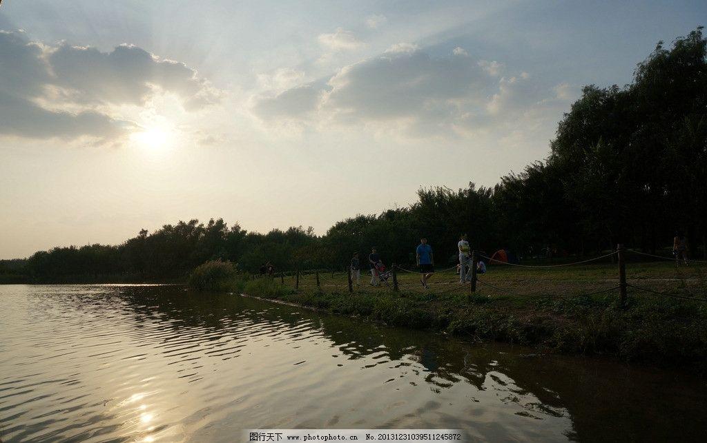 森林公园湖水图片